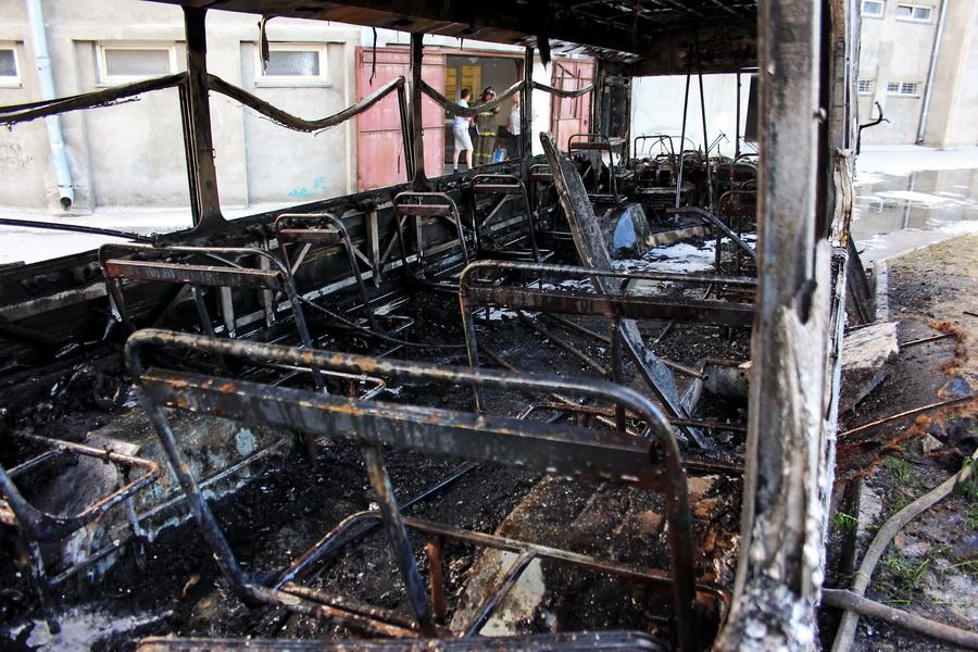 Рейсовый автобус сгорел в Чудовском районе