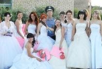 «53 секунды»: флешмоб «Сбежавшие невесты» в Великом Новгороде
