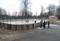 В Холме инициативные спортсмены и спонсоры благоустроили хоккейную площадку