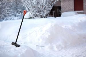Три четверти новгородцев недовольны уборкой от снега и льда и дорог и тротуаров города
