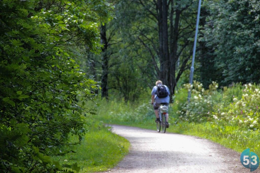 Велодорожки в парках выполнены гравием