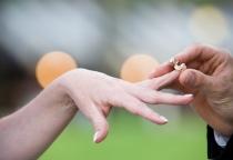 Вьетнамец заплатил новгородке 15 тыс. рублей, чтобы она вышла за него замуж