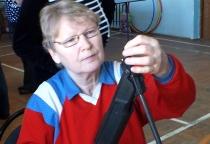 Пенсионерки из Марево стреляли из винтовки и тренировали легкие