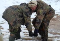 В Волотовском районе обнаружили останки бойца и фрагменты грузового автомобиля времен войны