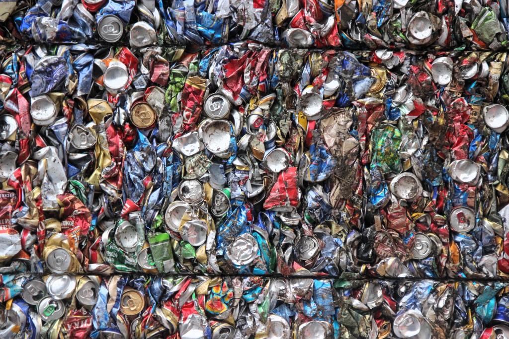Должников по алиментам в Боровичах отправили сортировать мусор