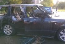 Фото: возле новгородского колледжа искусств сгорели две иномарки