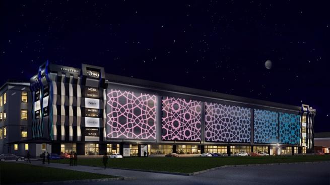 Для фасада новгородского ТЦ «Диез» спроектировали украшение в виде лазерного шоу