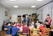 Новгородский сенатор Александр Коровников оказывает благотворительную помощь валдайскому социальному приюту