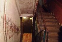 Новгородец пожаловался «ВКонтакте» на отсутствие ремонта и шприцы в подъезде общежития на Псковской