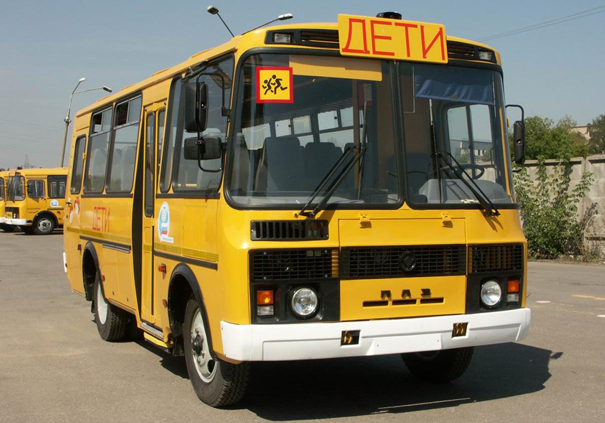 В новгородские школы приехали 17 новых автобусов