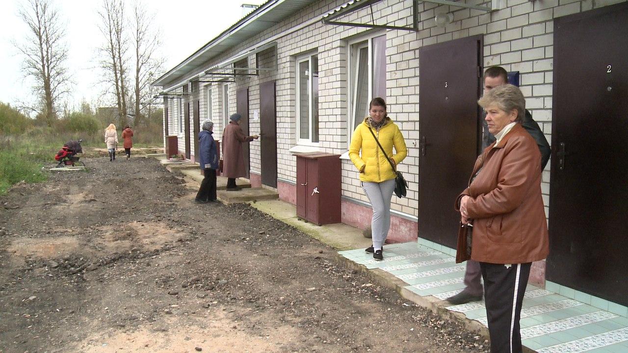 Дети-сироты живут в новом доме в Сольцах с плесенью, вонью и в «картонных» стенах