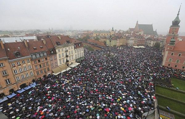 Взгляд из Польши: запрет абортов вызвал протесты