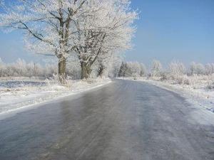 Как образуется ледяной дождь, и чем опасен гололёд?