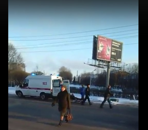 На «зебре» около ТЦ «Русь» иномарка сбила 60-летнюю новгородку