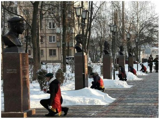 В Старой Руссе состоялось открытие обновлённой Аллеи Героев