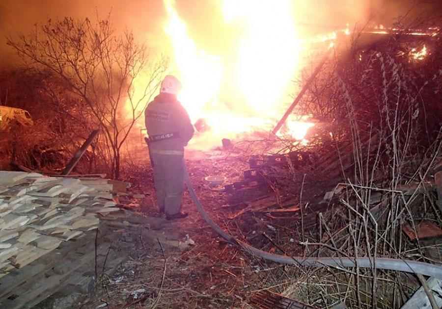 В Старорусском районе в частном доме сгорел мужчина