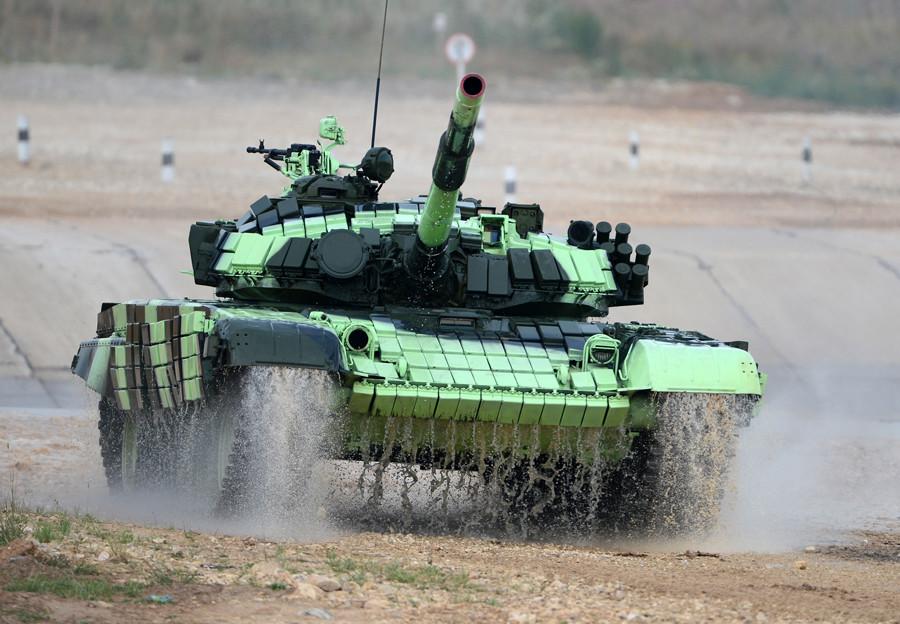 Дивизия, названная в честь освобождения Новгорода, испытывает новые мишени для танкового биатлона