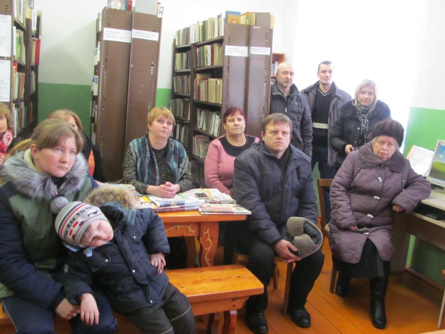 В любытинских Шереховичах врачи с местными жителями обсудили проблемы отделения туберкулезной больницы