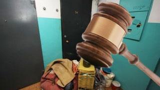 В Малой Вишере по решению суда выселят из квартиры должников за коммуналку
