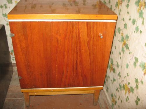 В Новгородской области алиментщица спряталась от судебных приставов в тумбочке