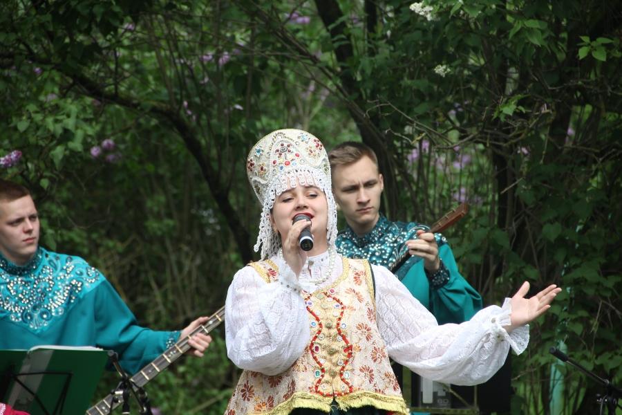 НаТорговой стороне открыли бюст писателю Дмитрию Балашову