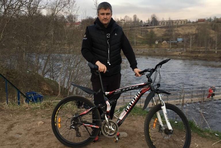 Мэр Боровичей отправился на работу на велосипеде