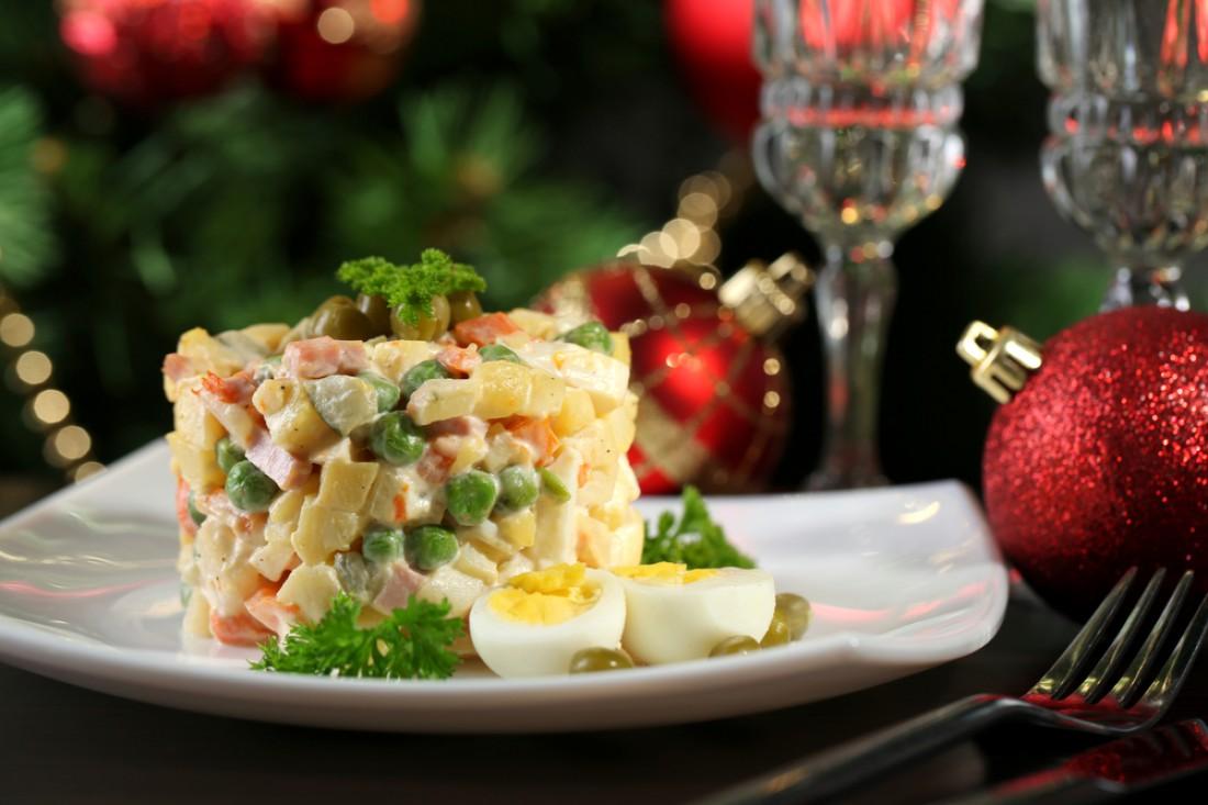 «53 новогодних рецепта»: Оливье