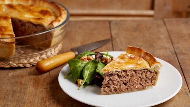 «53 новогодних рецепта»: канадский мясной пирог