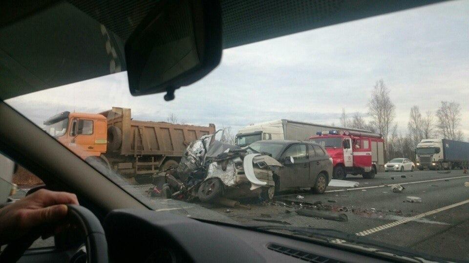 ДТП в Зайцево: ВАЗ врезался в две фуры и легковушку, есть жертвы