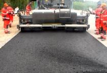 На строительстве трассы М-11 в Окуловском районе каток раздавил рабочего