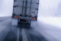 В Шимском районе легковушка столкнулась с грузовиком, есть жертвы