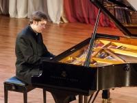 В Великом Новгороде прошел фортепианный вечер Константина Звягина