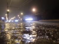 В Великом Новгороде жалуются на гололедицу, а на М-10 о ней предупреждают