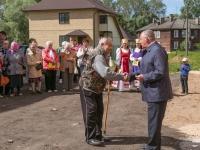 В Парфине 38 переселенцев из ветхого жилья получили ключи от новых квартир