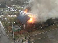 Фотофакт: улицу Псковскую заволокло дымом из-за горящего дома