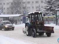 «Спецавтохозяйство» должно до раннего утра очистить от снега все дороги Великого Новгорода