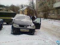 В Великом Новгороде в машине обнаружен труп мужчины