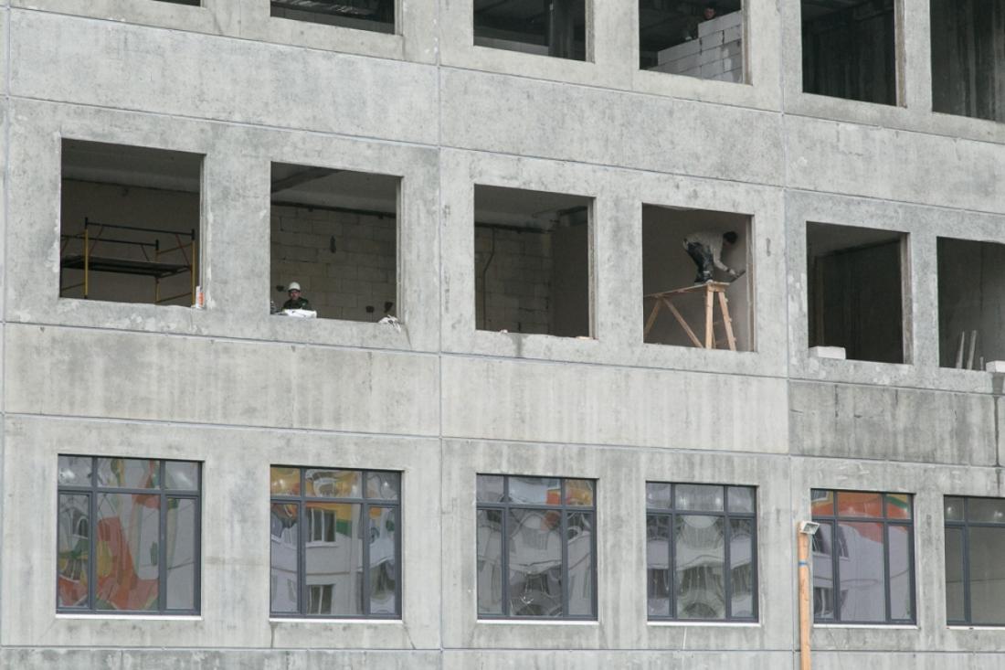Возбуждено уголовное дело факту погибели бетонщика настроительстве школы в«Ивушках»