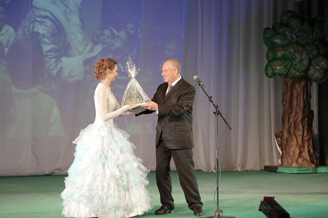 На Губернаторской ёлке Сергей Митин дал старт благотворительному марафону «Рождественский подарок»