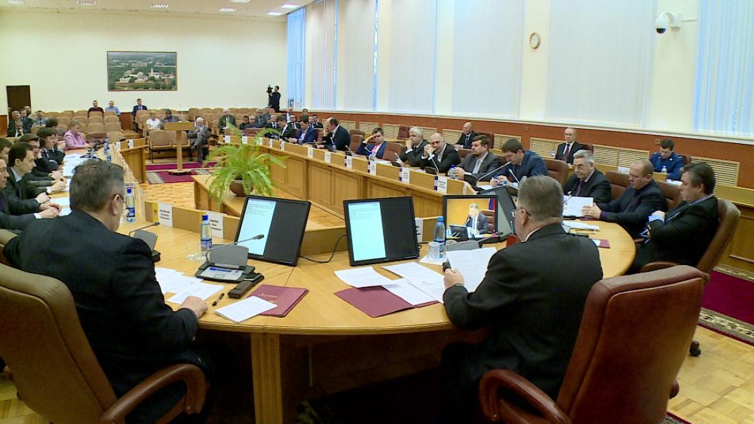 Народные избранники думы Великого Новгорода собрались навнеочередное совещание