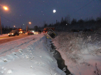 Пассажирский автобус упал в кювет по пути из центра в Деревяницы