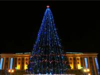 Сегодня зажгутся гирлянды на главной ёлке Великого Новгорода