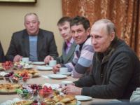 Президент России побывал в Юрьевом монастыре и вновь встретился с рыбаками Ильменя