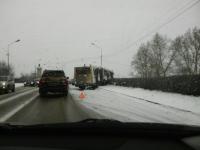 Автобус 101 маршрута едва не съехал с насыпи при заезде на мост Александра Невского