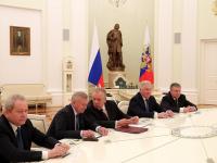 Владимир Путин встретился с бывшими губернаторами пяти регионов