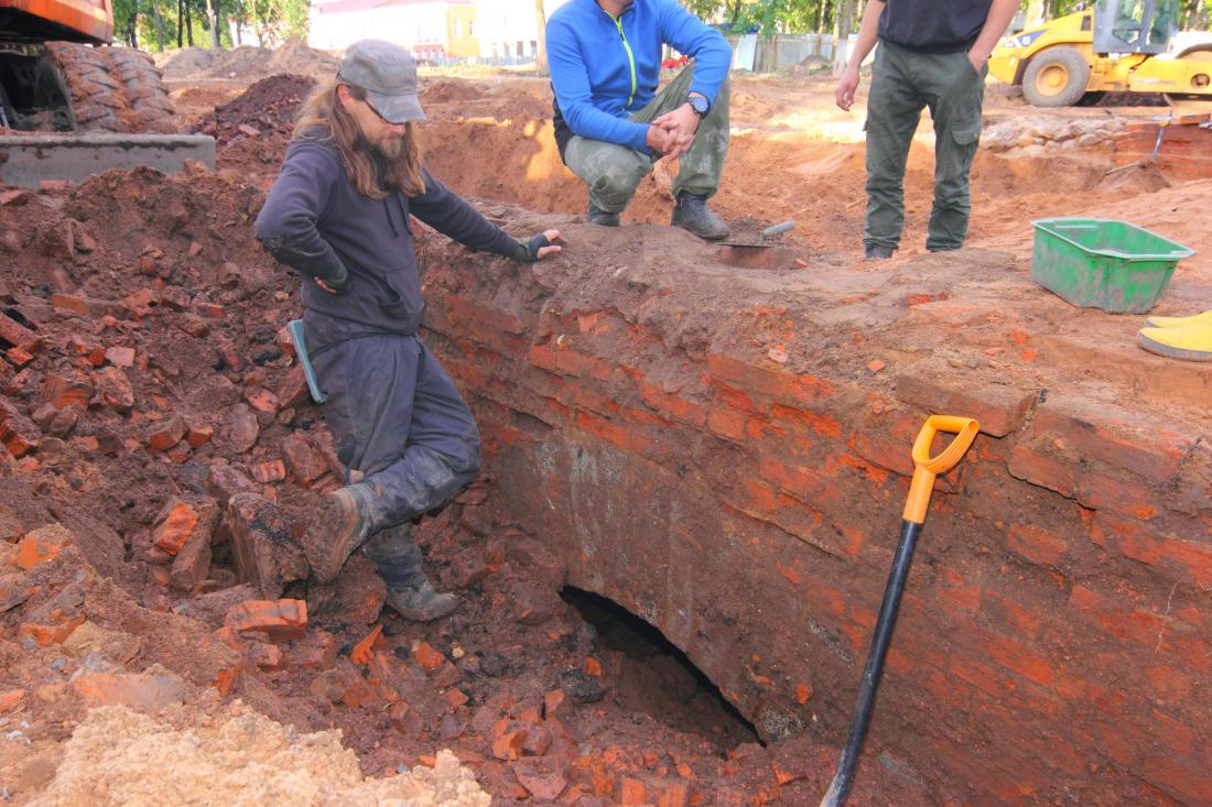 Выкопанный археологами вРуссе мост XIX века снова закопают