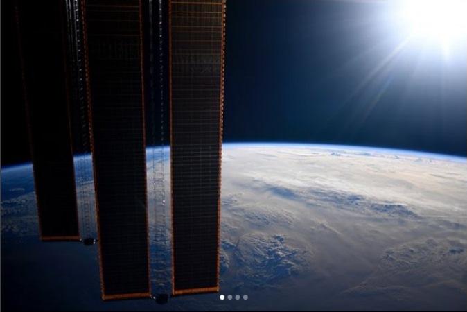 Возвращающийся наЗемлю экипаж МКС перешел на«Союз» изакрыл люки