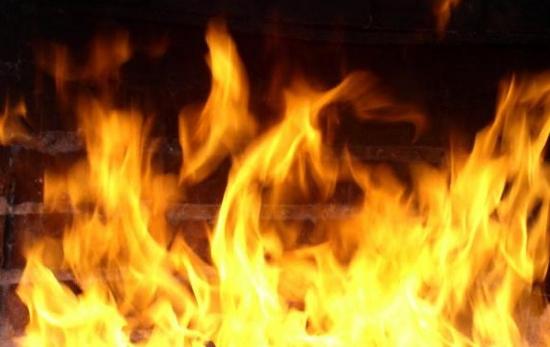 ВВеликом Новгороде напожаре вдвухэтажном доме пострадали люди