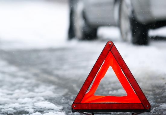 ВСтарой Руссе шофёр иномарки протаранил опору ЛЭП (Новгородская область)