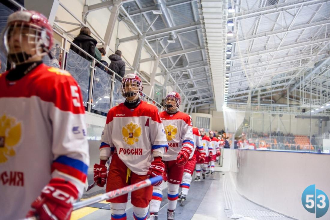 Сборная Российской Федерации спобеды стартовала натурнире четырех наций